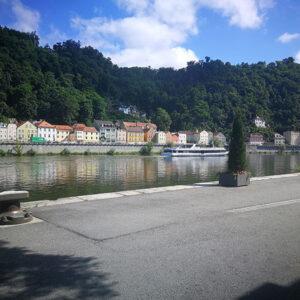 Das Bild zeigt einen Bootanleger in Passau